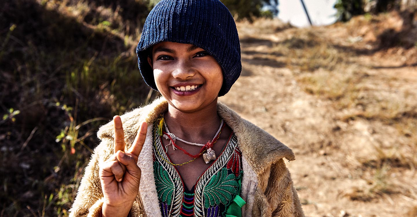 GAVI/2014/Oscar Seykens- A young girl flashes the victory sign as part of a campaign that stands for Victory over Diseases