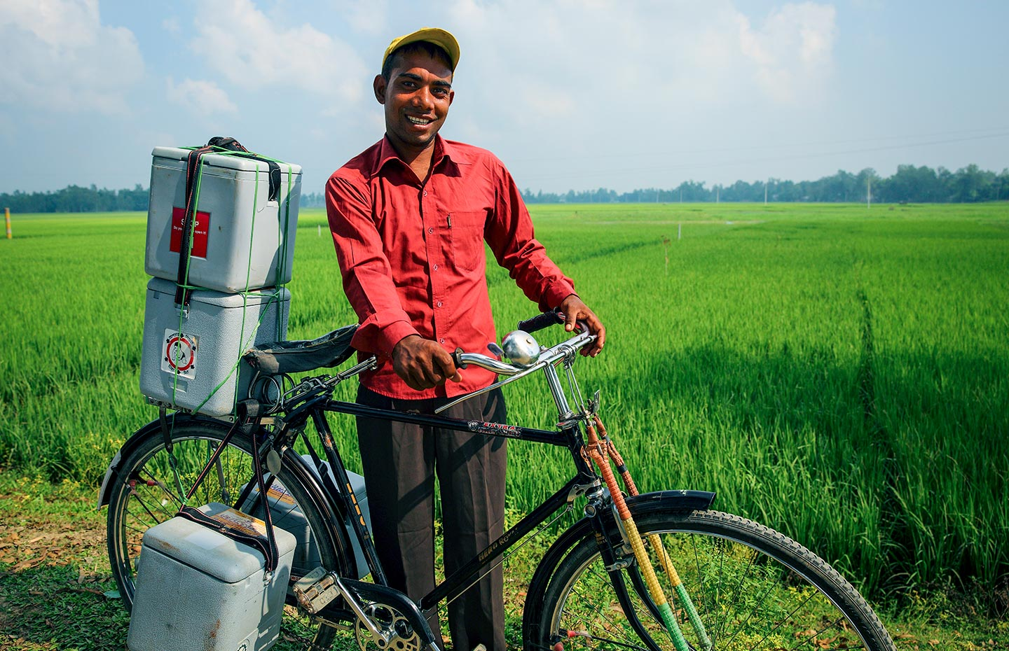 Transporting vaccines by bicycle. Credit: Gavi/2014/GMB Akash