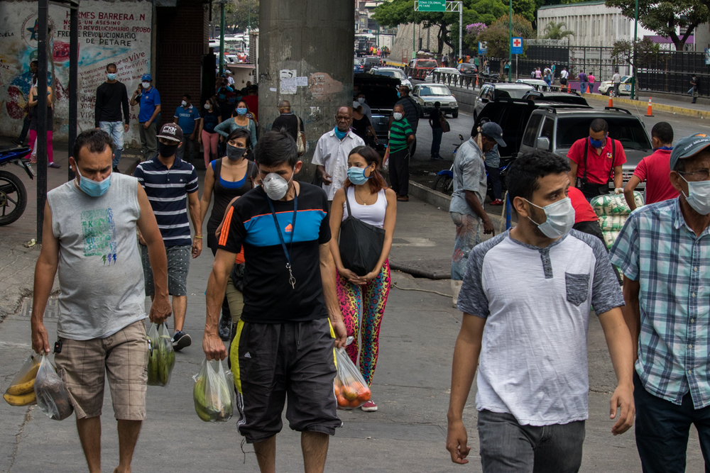 Image from TNH article: Many people, most wearing masks, crowd the streets of Petare in eastern Caracas on 17 March, the day after the government declared a nationwide quarantine to fight the spread of the coronavirus. (Ivan Reyes/TNH)