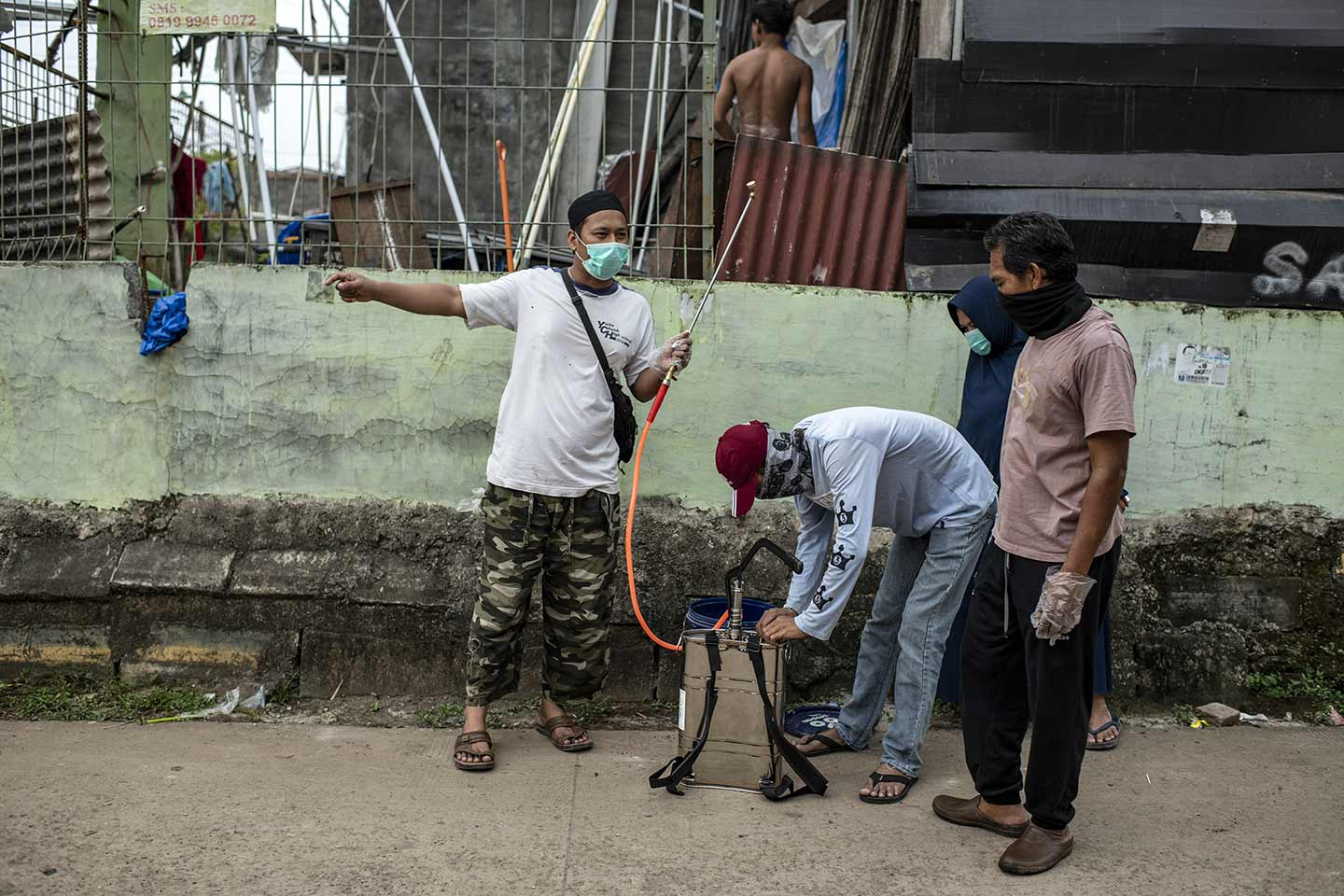 Residents spray disinfectants in their own neighborhoods to fight with Covid-19 in Jakarta, Indonesia in March, 2020. Residents take their own initiative to routinely spray disinfectants in their neighborhoods.  Credit: UNICEF/2020/Arimacs Wilander