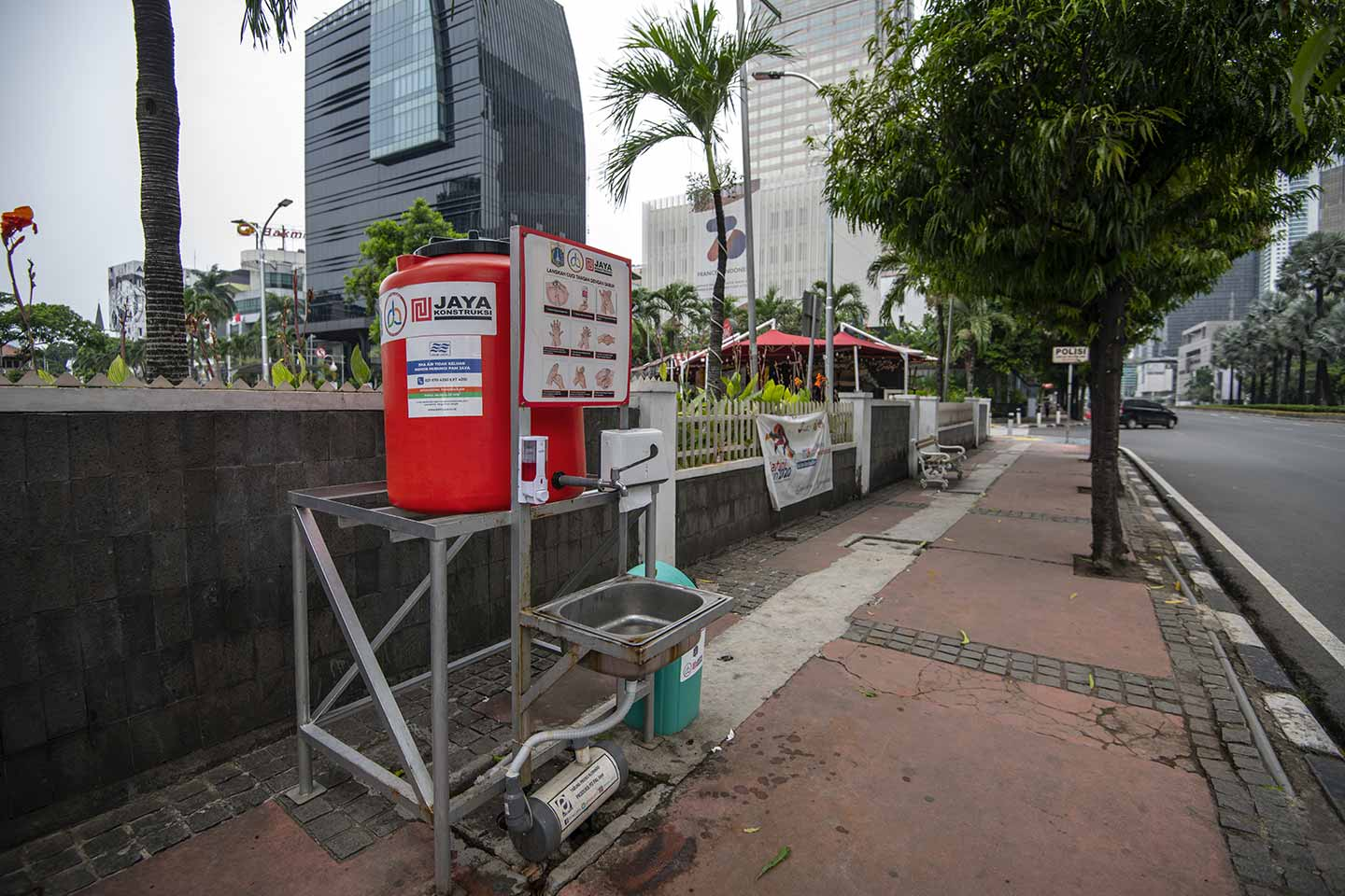 The Jakarta Provincial Government provided a washing area for people on the sidewalk during the Covid-19 outbreak in Central Jakarta, Indonesia in April, 2020.  Credit: UNICEF/Arimacs Wilander