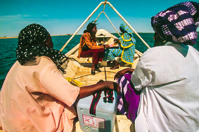 Health workers in Ghana doing immunisation outreach by boat. Credit: Gavi/2014/Thomas Kelly.