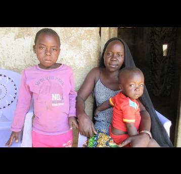 Central African Republic: mother spreads word about meningitis A vaccine