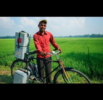 Transporting vaccines by bicycle. Credit: Gavi/2014/GMB Akash.
