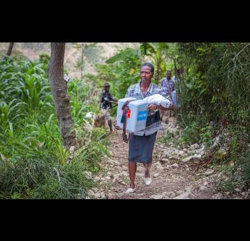 Health worker carrying cold chain equipment - Gavi/2013/Evelyn Hockstein