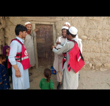Afghanistan Red Crescent Society health worker vaccinates child in conflict-affected Kunar province 2019/IFRC