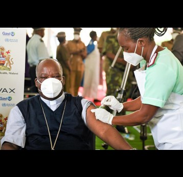 Archbishop Thomas Luke Msusa getting vaccine by Thoko Chikondi, Unicef Malawi