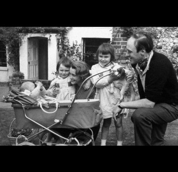 Roald Dahl with his wife Patricia Neal and children Olivia (right) Tessa, and Theo (in pram). PA Images/Alamy Stock Photo