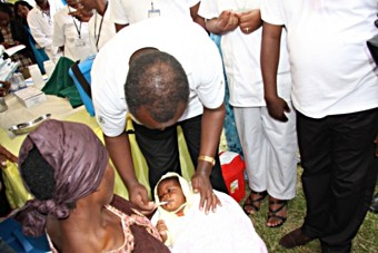 The Permanent Secretary in the Ministry of Health administers the first Rotateq to a child at Gataraga, Musanze