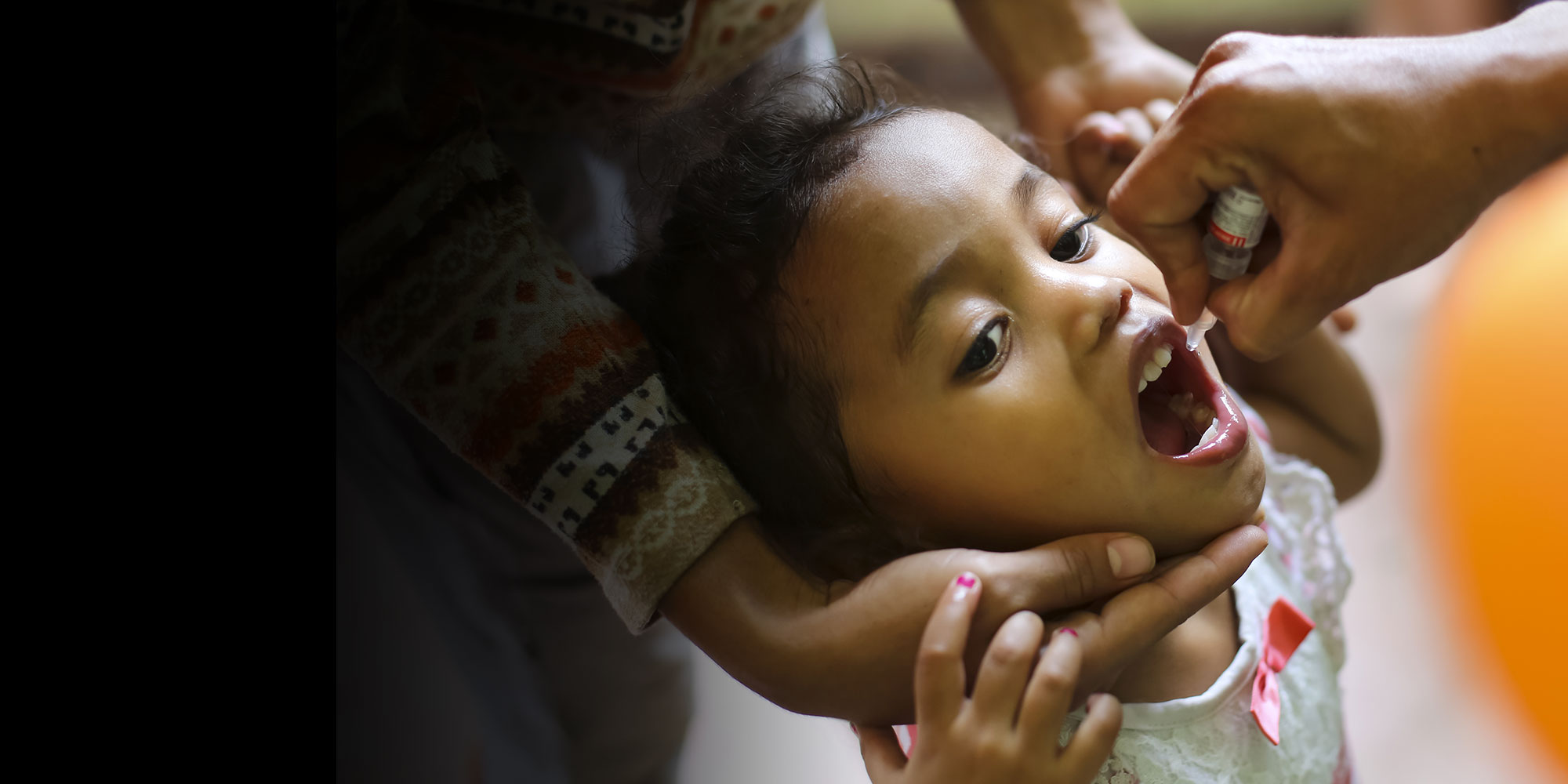 A child receives the polio vaccine in Dili, the capital of Timor-Leste. ©UNICEF Timor-Leste/Soares.