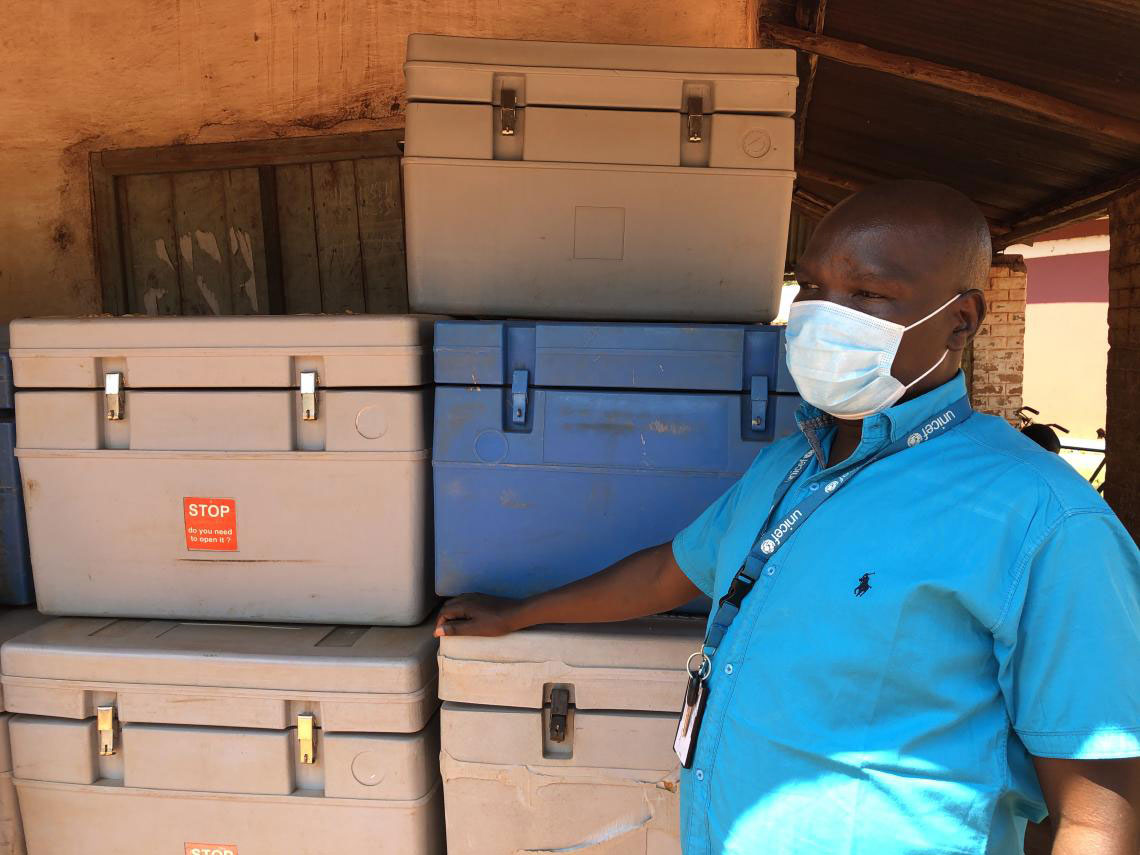 @ UNICEFSouthSudan/Willemot Daniel Drinchi, health officer at UNICEF's field office in Yambio, is assisting the Ministry of Health of West Equatoria to prepare for the vaccination campaign against COVID-19.